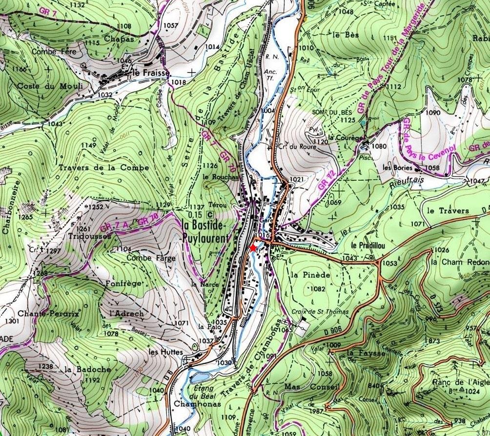 在法国南部群山环绕的艾也尔河畔有一座古老浪漫的酒店, 星星旅店。旅店位于洛泽尔,阿尔代什和塞维纳之间的拉巴斯蒂德皮伊洛朗小镇,周边有着众多徒步路线。例
