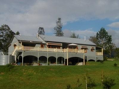邀请与交互体验:澳大利亚新南威尔士本波兰的农场旅馆,与法国洛泽尔拉巴斯蒂德皮伊洛朗星旅店