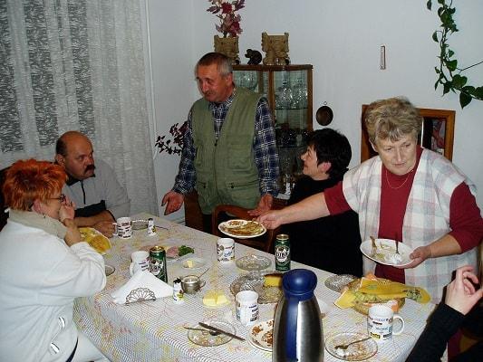 Invitations réciproques et échanges d'idées entre Karpniki Dom Goscinny à Kwiejce, Chelst en Pologne et L'Etoile Chambres et tables d'hôtes à La Bastide-Puylaurent en Lozère, Occitanie, France.