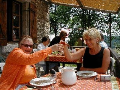 家庭旅馆间的互相邀请与交换体验:美国俄亥俄州大草原城草莓山酒店和星星旅店