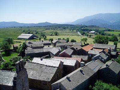 Le village médiéval de La Garde-Guérin