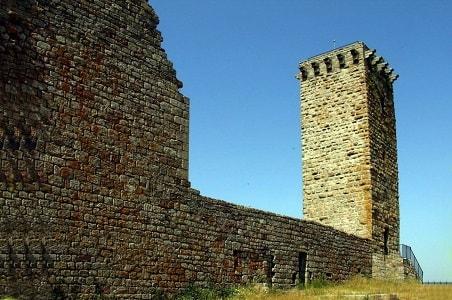 La tour médiévale de La Garde-Guérin en Lozère