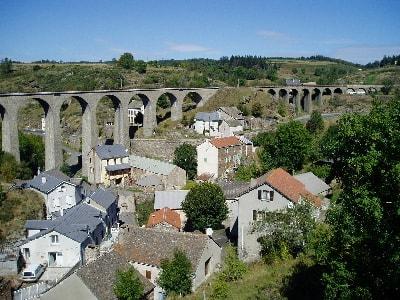 Le viaduc de Mirandol entre Chasseradès et Belvezet en Lozère