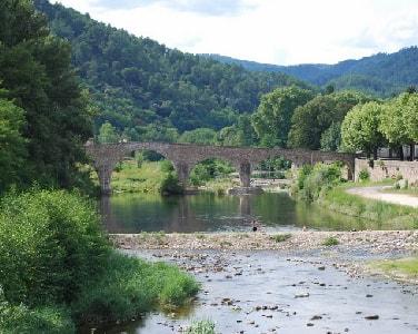 Le village de St Laurent les Bains en Ardèche